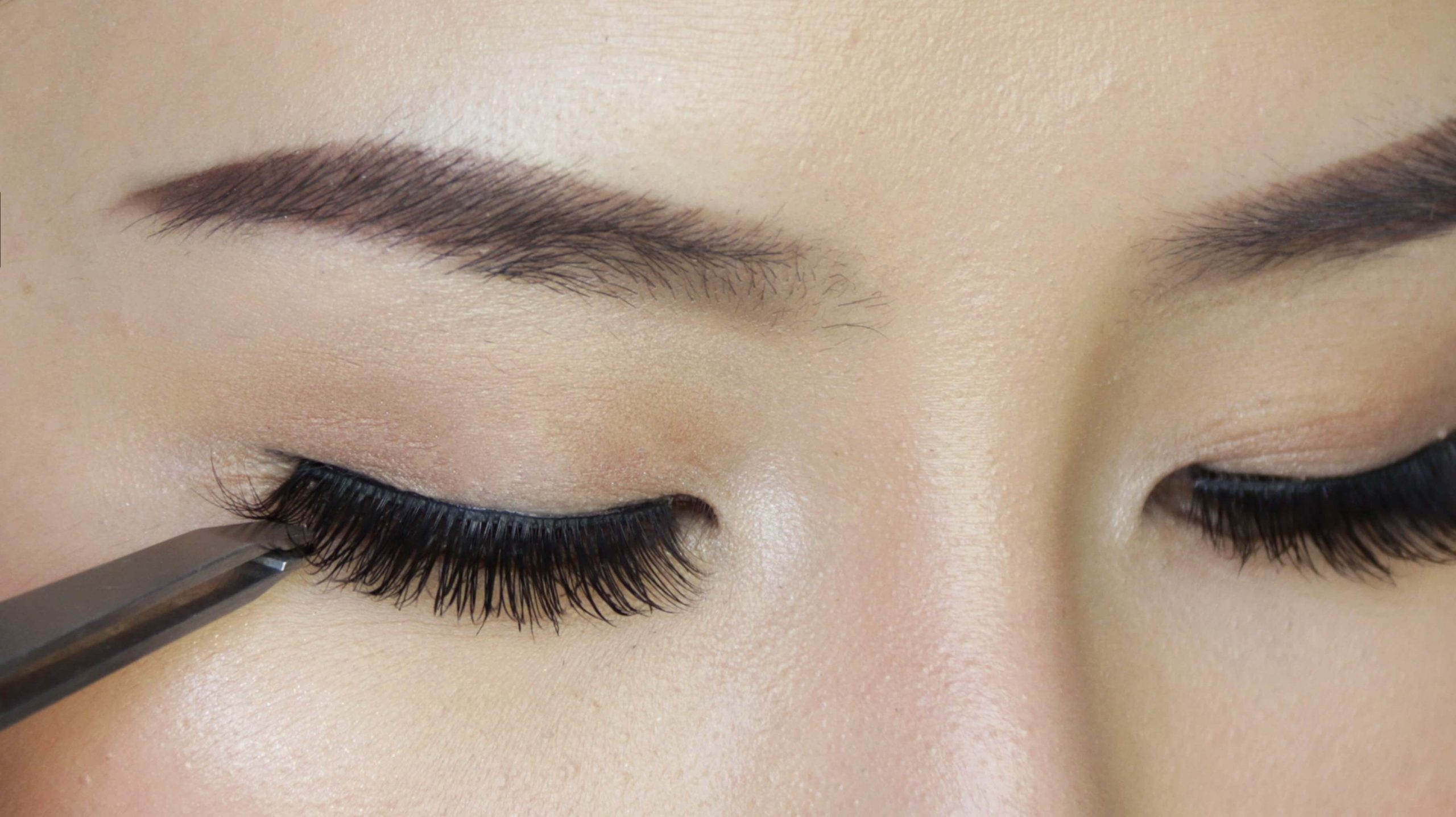 How To Look Like A Diva With Brown False Eyelashes?