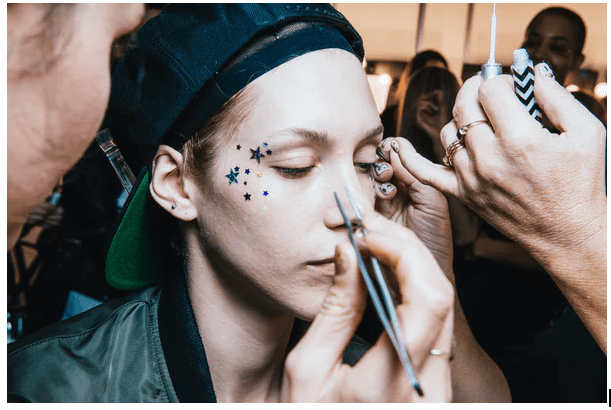 Makeup Artist: 5 Essential tips to compose a job-winning resume in 2020